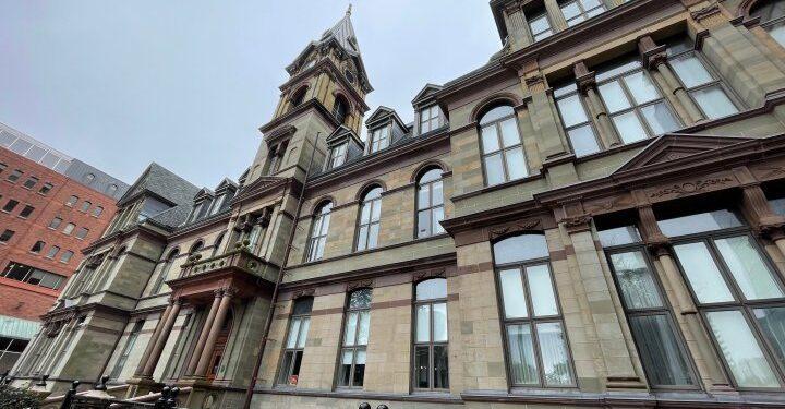 COVID-19: Halifax anuncia política de vacunación obligatoria en obras para sus empleados - Halifax