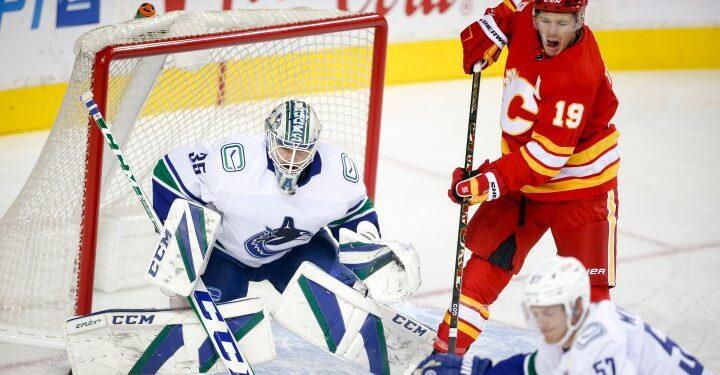 Calgary Flames gana 4-1 sobre Vancouver Canucks en juego de pretemporada de la NHL - Calgary