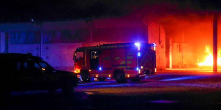 Casas se queman después de accidentes de avión en un vecindario de SoCal