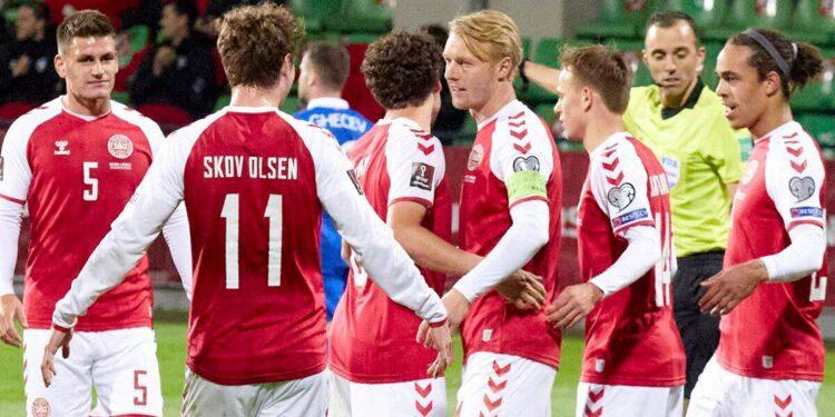 Dinamarca e Inglaterra navegan en victorias de clasificación para la Copa del Mundo