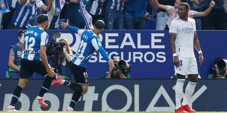 El Espanyol pone fin a la racha de 25 partidos invictos del Real Madrid en la Liga