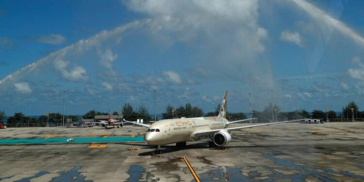 El impuesto de 15 dólares propuesto por Tailandia a los turistas extranjeros suscita debate