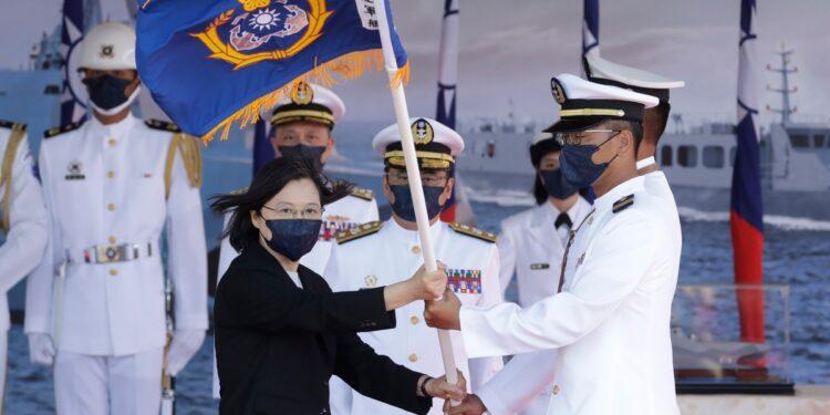 El presidente de Taiwán dice que la isla no busca la confrontación militar