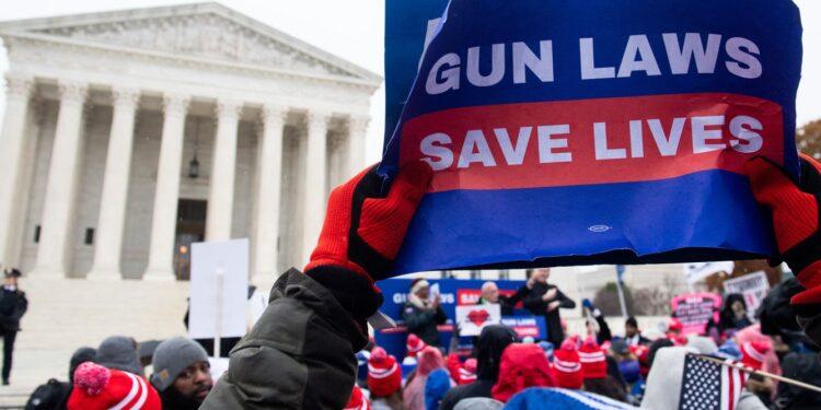 El primer caso importante de la Segunda Enmienda ante la Corte Suprema en más de una década podría derribar las restricciones de armas