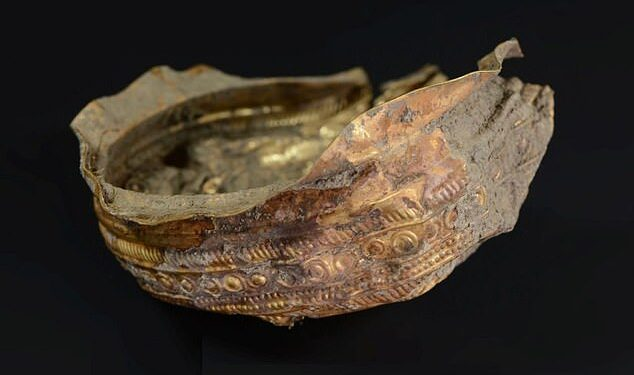 Un cuenco de oro desenterrado en Austria data de hace aproximadamente 3.000 años, cuando la enigmática cultura Urnfield dominaba Europa Central.  Está decorado con un motivo detallado que representa los rayos del sol.