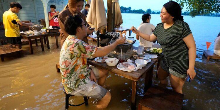 Chaopraya Antique Café, Chaopraya Antique Café Thailand