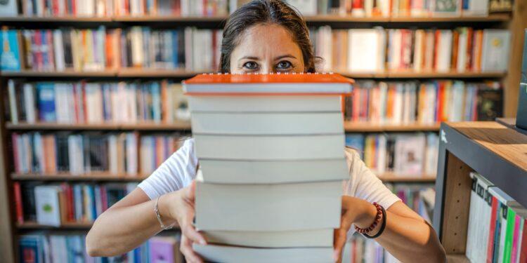 Fiscales en Wyoming están considerando cobrar a los bibliotecarios por almacenar libros