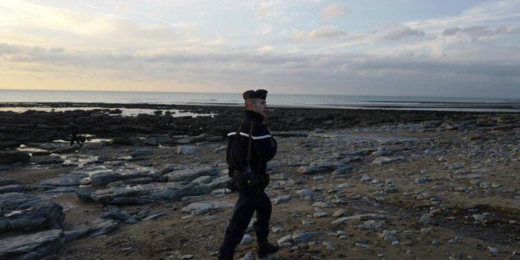 Francia rescata a más de 340 inmigrantes con destino al Reino Unido en el Canal de la Mancha