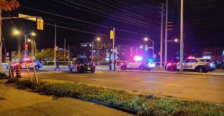 Hombre de 40 años fue trasladado de urgencia al hospital con heridas graves después de la colisión de Scarborough - Toronto