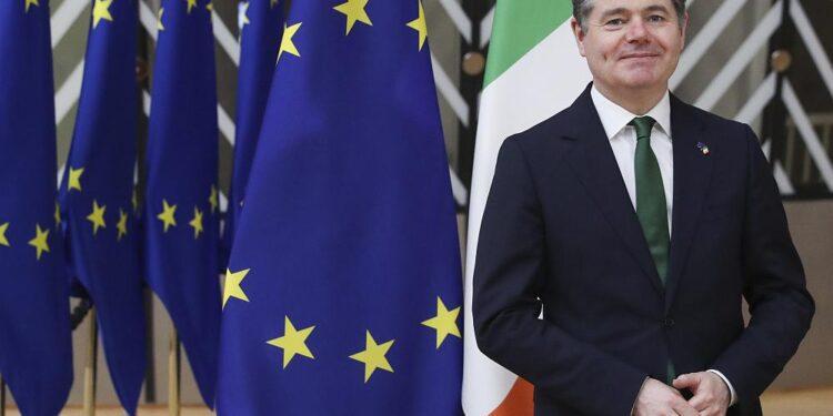 Irlanda se prepara para acordar una tasa impositiva corporativa mínima histórica