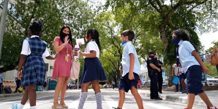 La escasez de maestros 'crítica' de Florida está empeorando, advierte el sindicato