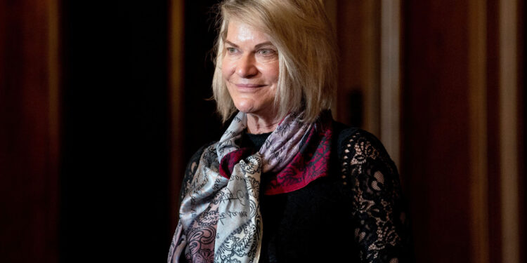 La senadora Cynthia Lummis revela una compra de bitcoins por valor de hasta $ 100,000