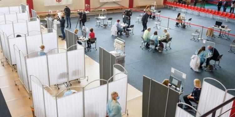 Letonia declara el estado de emergencia por tres meses a medida que aumentan los casos de COVID-19