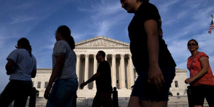 Los materiales preliminares de la comisión Biden sobre la reforma de la Corte Suprema muestran división sobre la adición de jueces