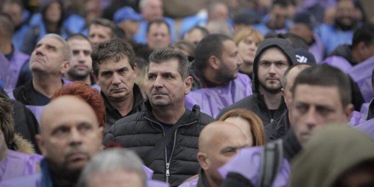 Los mineros búlgaros del carbón protestan por la seguridad laboral en medio de cierres de la UE