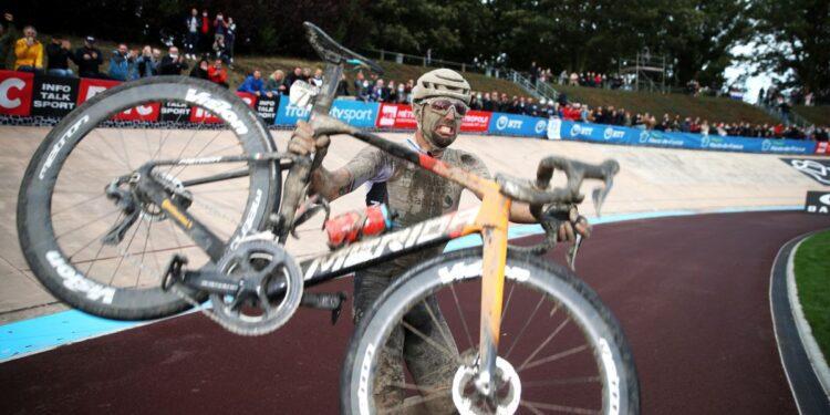 Mira: lo más destacado en bicicleta de la agitada París-Roubaix