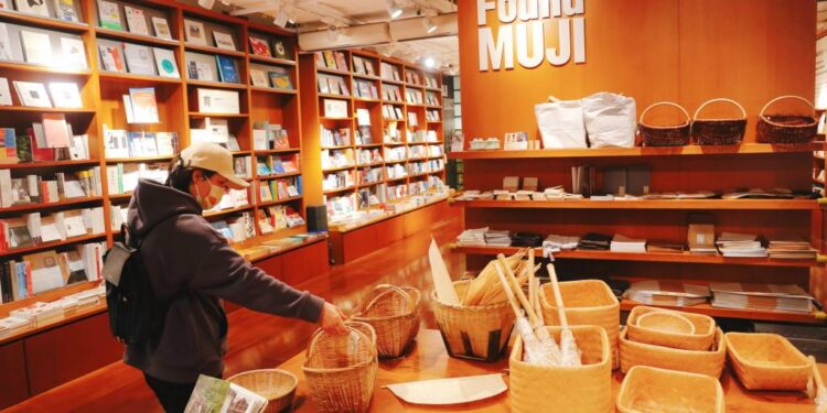 Muji se acerca a una ganancia récord, impulsada por una línea de alimentos más amplia