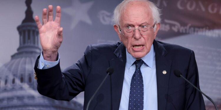'No jugando limpio': Sanders critica a los moderados por ser 'imprecisos' sobre reconstruir mejor