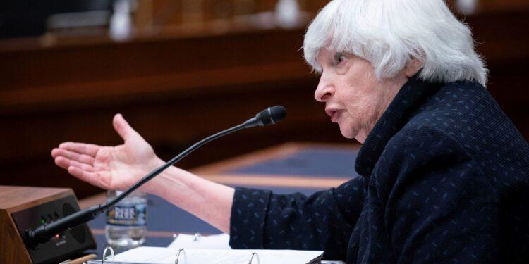 Yellen prevé que la inflación se mantendrá más alta durante los próximos meses